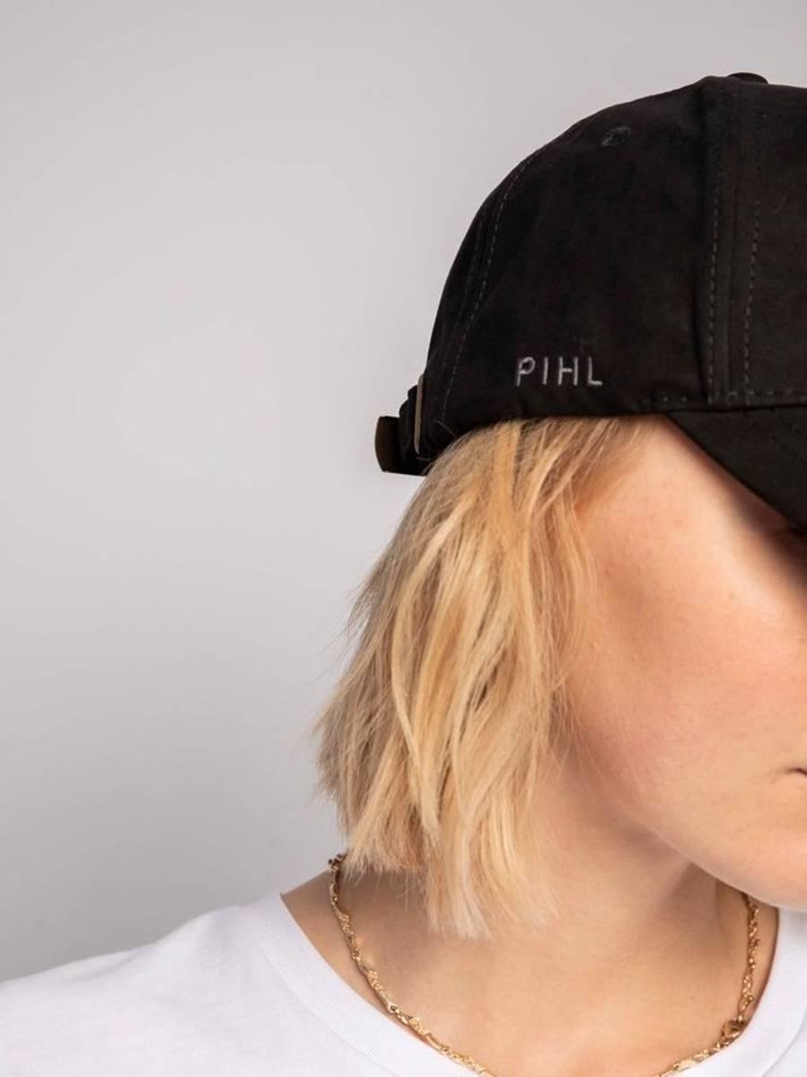 Camilla Pihl Lily Cap Suede Black